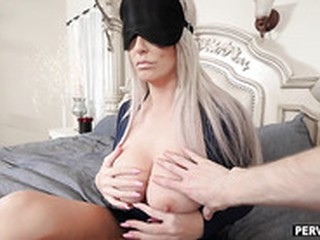 Stuck my big dick in blindfolded stepmom