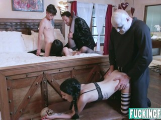 Kate Bloom, Audrey Noir In Fam Fuck Fest in Addams Orgy