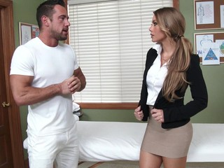 Horny man delivers a luscious massage therapy