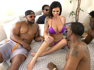 BBC Slut Melissa Lynn Pass The Time With Gangbang