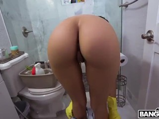 Big Booty Maid Works For Cash