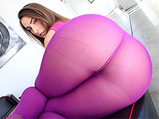 Paige Turnah has big ass