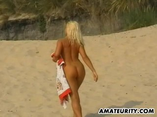 Amateur blonde girlfriend sucks and fucks on the beach