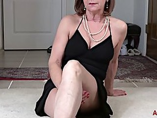 Lynn is a dirty minded granny who likes to finger her pussy on the floor