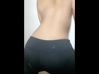 Ebony Teen twerking in leggings
